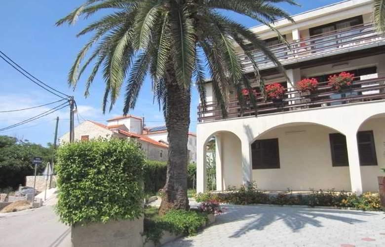 Baresic Apartmani - Hotel - 0