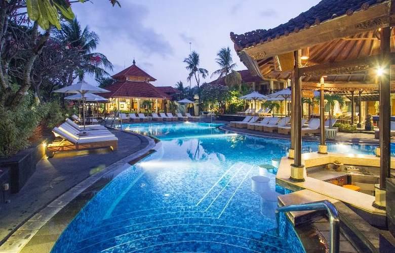 Sol House Kuta Bali - Pool - 15