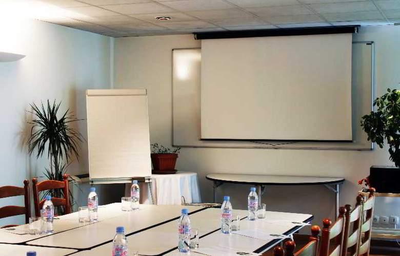 LES JARDINS DU LAC - Conference - 22