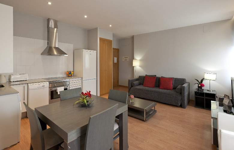 Amister Apartamentos - Room - 11