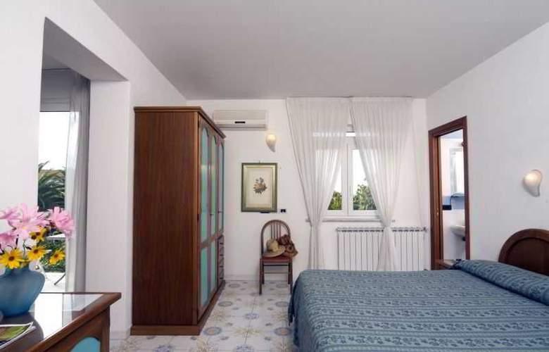 Gemma - Room - 1