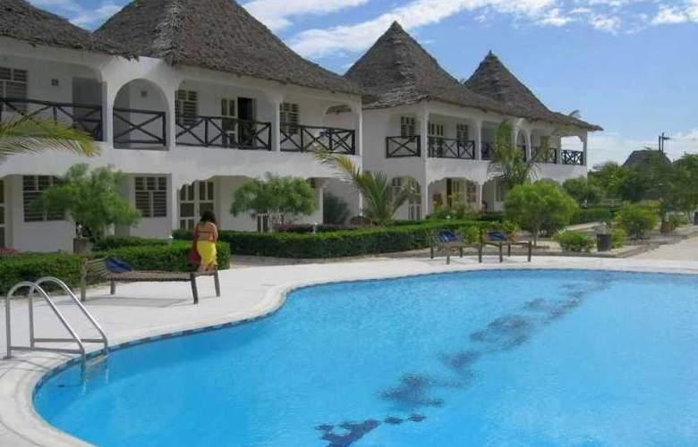 La Madrugada Beach Hotel & Resort - Pool - 11