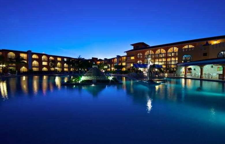 Cozumel & Resort - Pool - 10