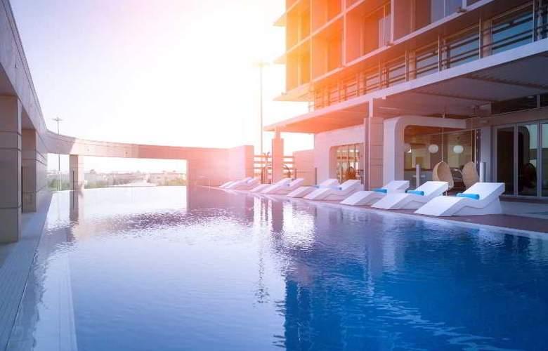 Adagio Al Bustan Abu Dhabi - Pool - 2