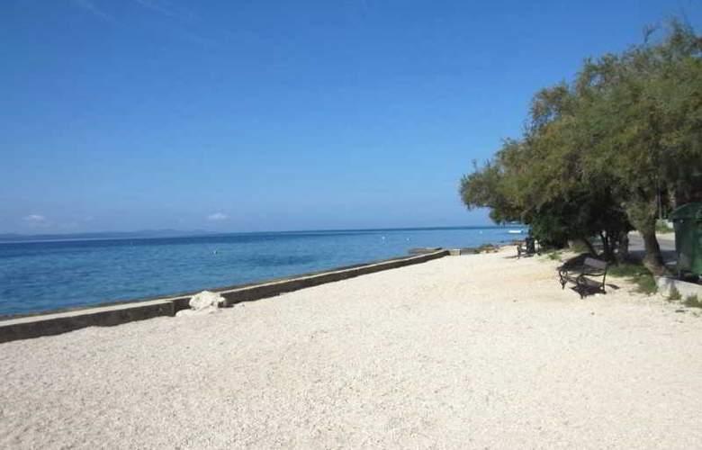 Baresic Apartmani - Beach - 9