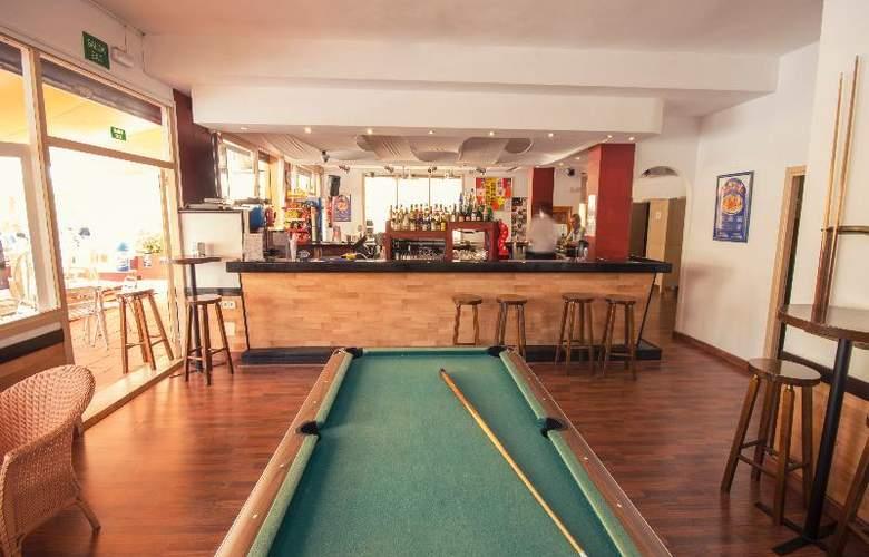 Azuline Apartamentos Sunshine - Bar - 23