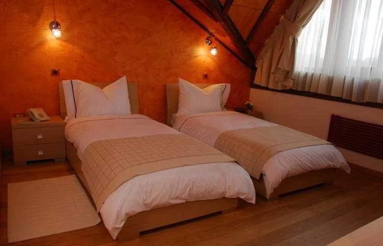 Sunny Hill - Room - 10