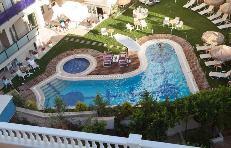 Birais Beach Studios - Pool - 1