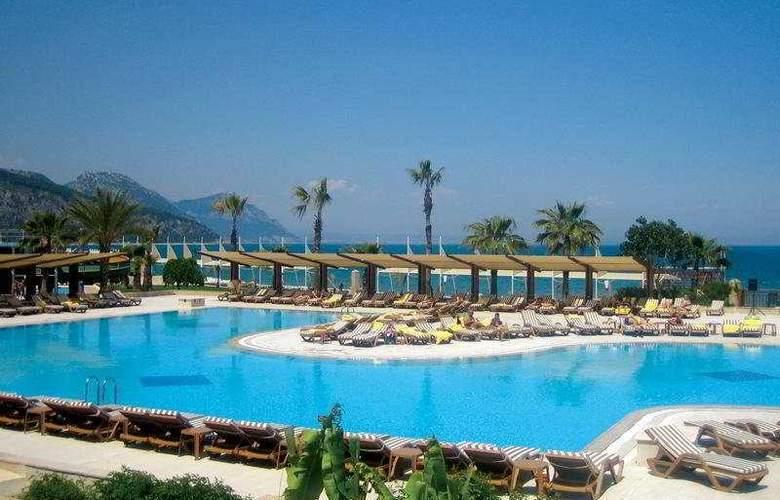 Crystal Flora Beach Resort - Pool - 4