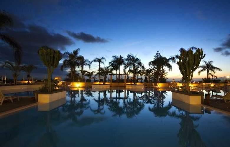 GF Gran Costa Adeje - Pool - 21