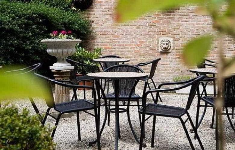 Hans Memling - Terrace - 6