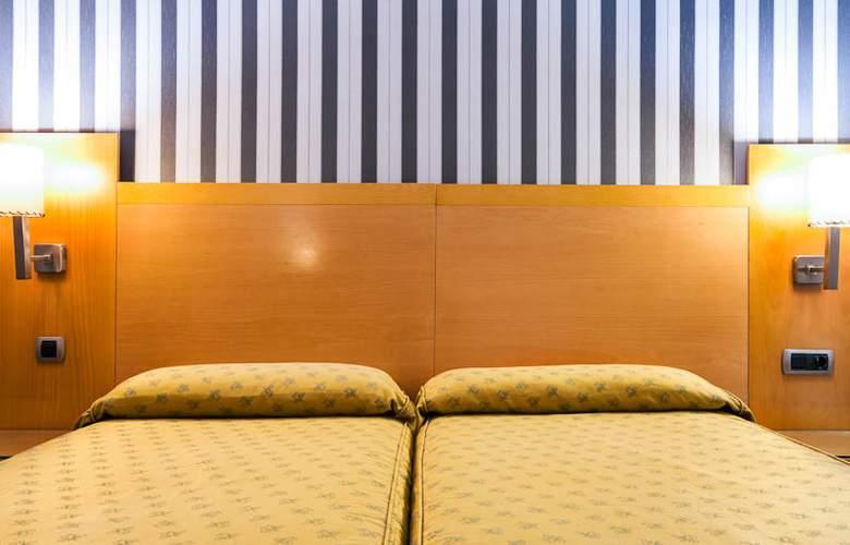 Lyon - Room - 11