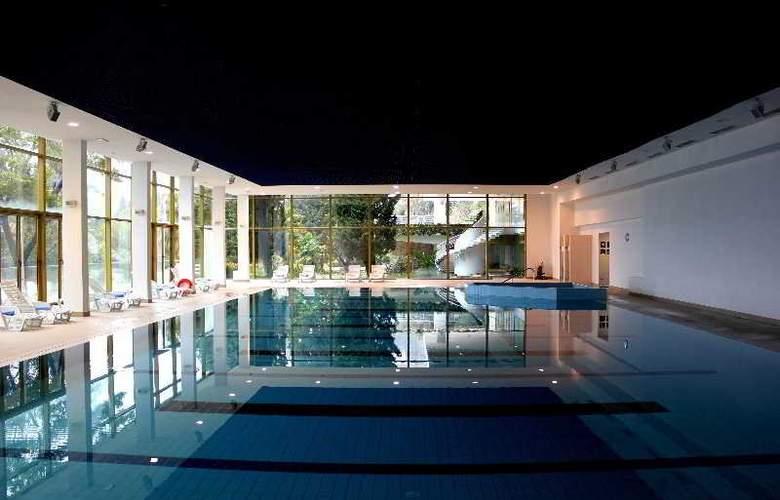 Astarea - Pool - 17