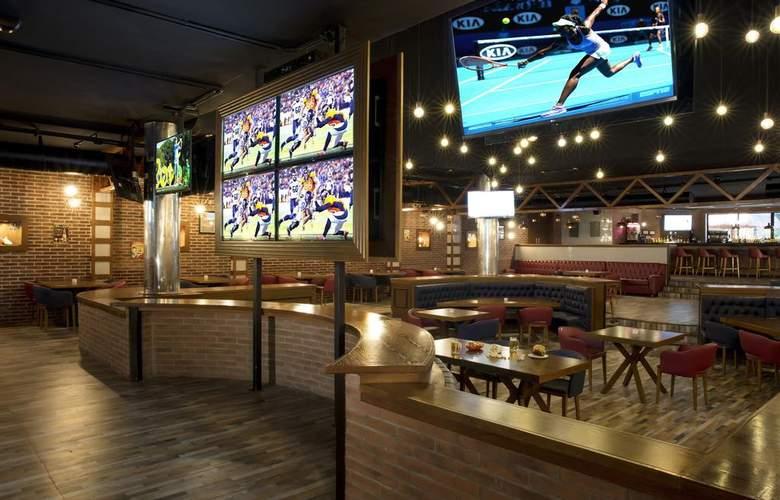 Grand Palladium Kantenah Resort & Spa - Bar - 9