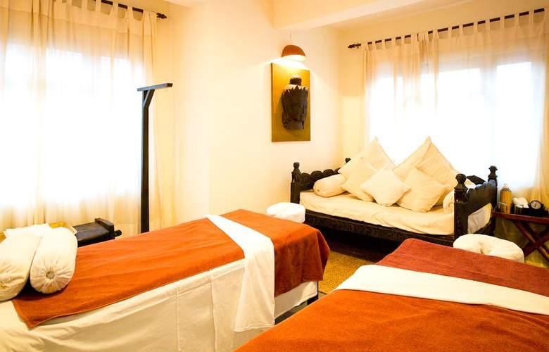 Dwarika's - Room - 8