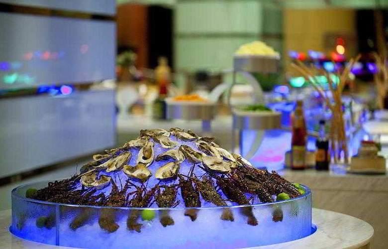 Sheraton Nha Trang Hotel and Spa - Bar - 84