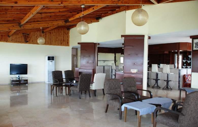 Calamie Hotel - Bar - 4