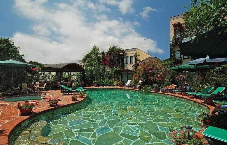 Elvino Hotel - Pool - 4