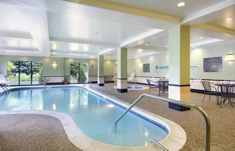 Hampton Inn Brattleboro - Hotel - 8