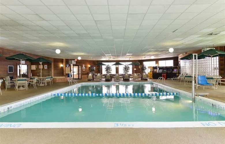 Best Western Greenfield Inn - Pool - 76