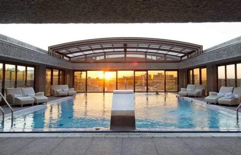 Hilton Madrid Aeropuerto - Hotel - 10