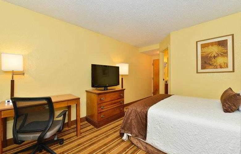 Best Western Plus Richmond Airport Hotel - Hotel - 4
