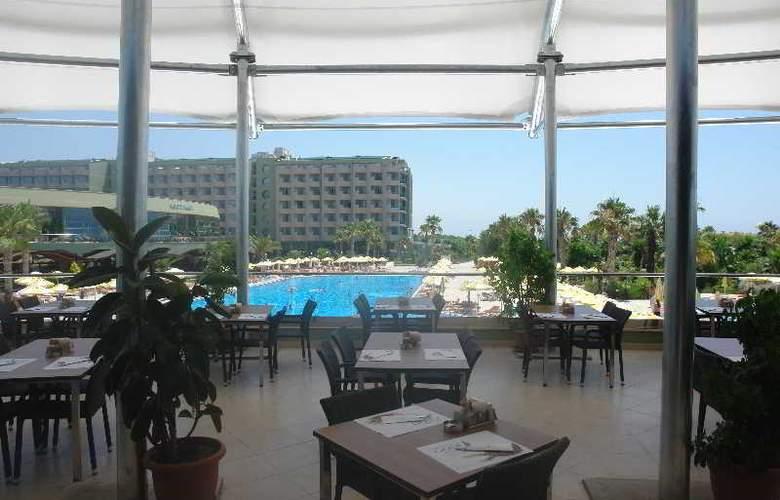 Golden Coast Resort - Restaurant - 27