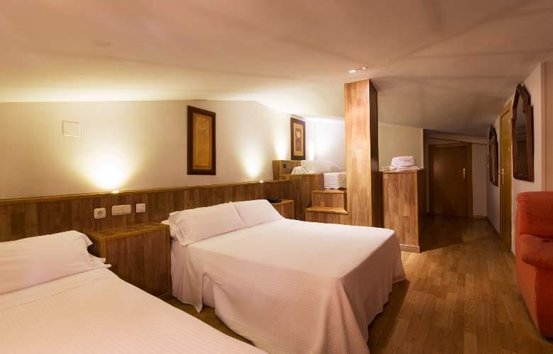 Reina Mora - Room - 1