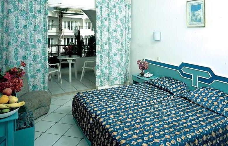Emira - Room - 0