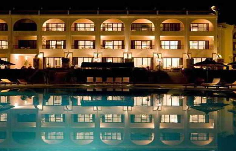 Flamenco Beach Resort - Pool - 16