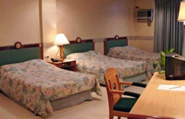 Century Plaza Hotel - Room - 8