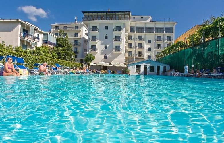 Grand Hotel Flora - Pool - 5