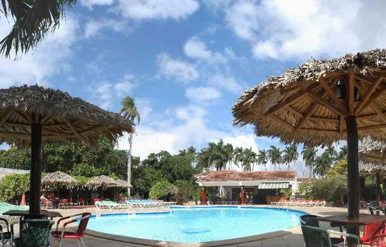 Horizontes La Granjita - Pool - 3