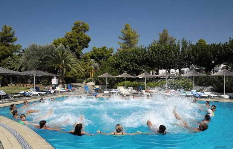 Holidays Inn Evia - Pool - 7
