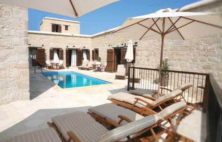 Leonidas Village Houses - Pool - 11