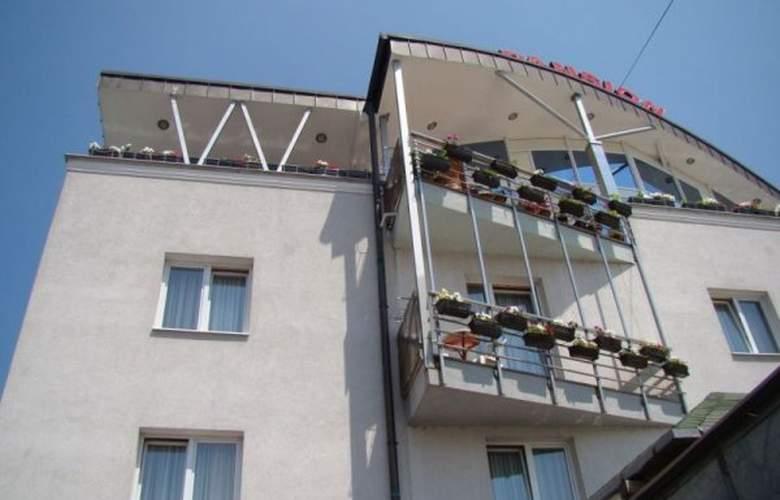 Ada - Hotel - 0
