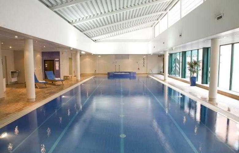 Hilton Bracknell - Pool - 3