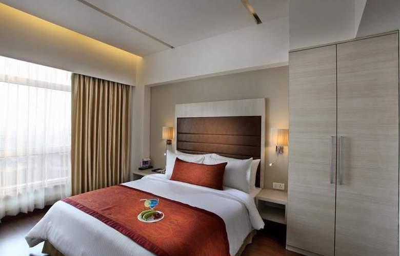 Mahagun Sarovar Portico Suites Ghaziabad - Room - 5