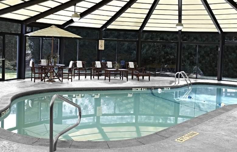 The Courtyard Philadelphia City Avenue - Pool - 31