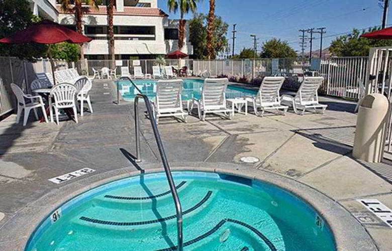 Motel 6 Palm Springs Downtown - Pool - 3