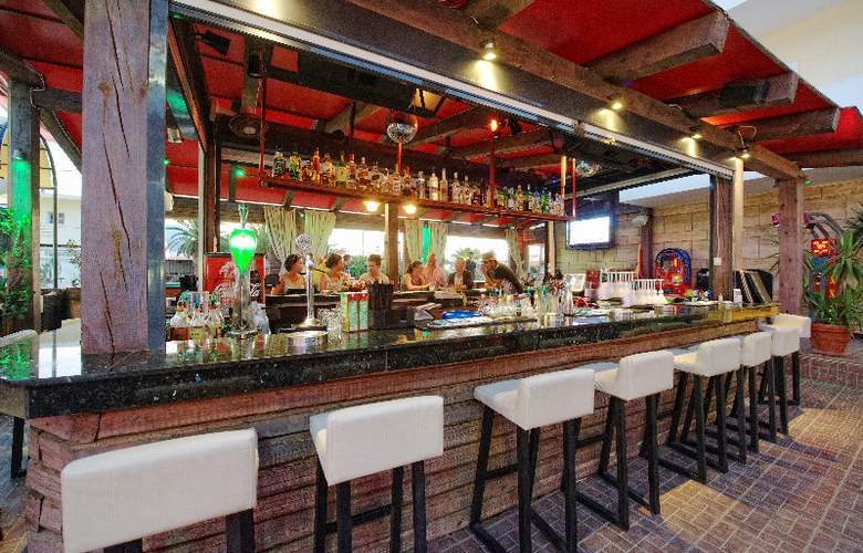 Philoxenia Hotel and Apartments - Bar - 15