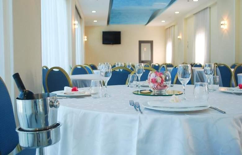 Hotel Premiere - Restaurant - 24