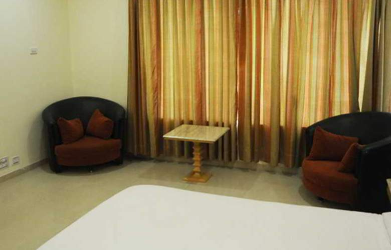 Neelkanth Blues Ashram Road - Room - 4