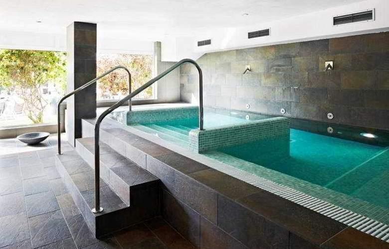 Coral Suites & Spa - Pool - 3