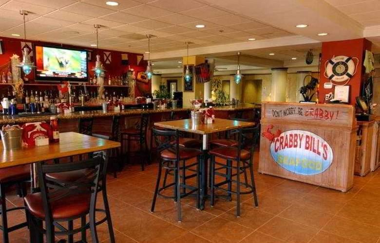 Comfort Inn Maingate - Bar - 7
