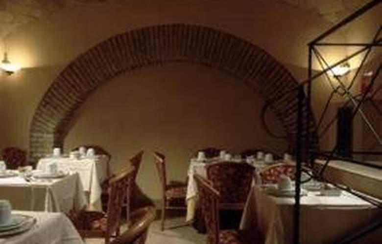 Gambrinus Hotel - Restaurant - 5