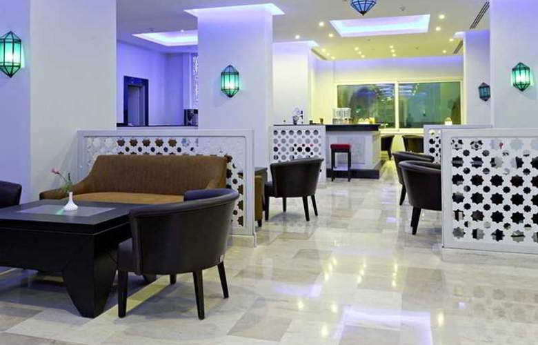 The Three Corners Royal Star Beach Resort - Bar - 3