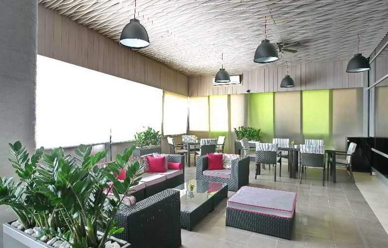 Holiday Inn Belgrade - Bar - 14