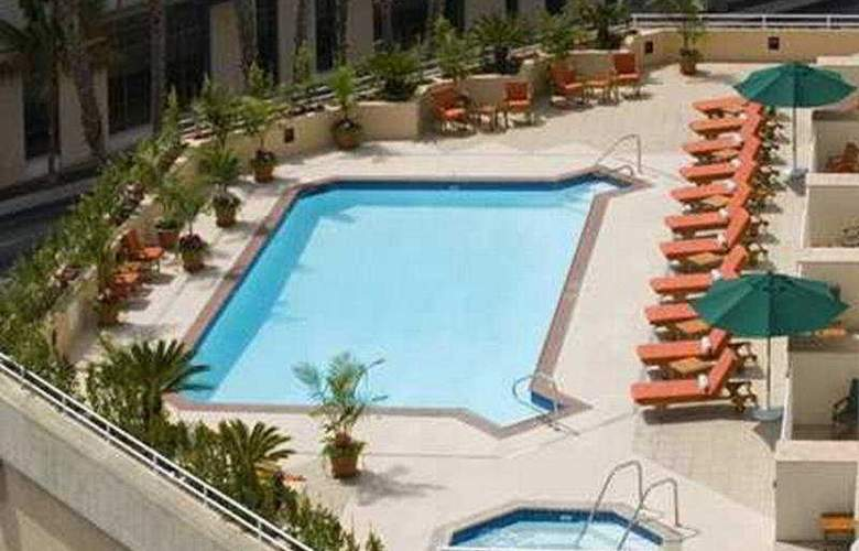 Doubletree Suites Santa Monica - Pool - 7