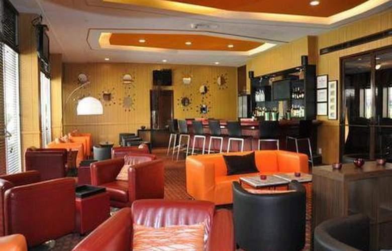 Capitol Skyline Hotel - Bar - 1